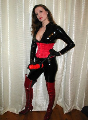 Latex Strapon Dominatrix