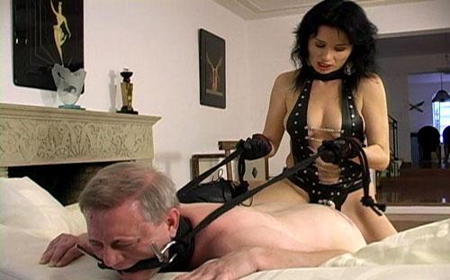 Old Strapon Slave